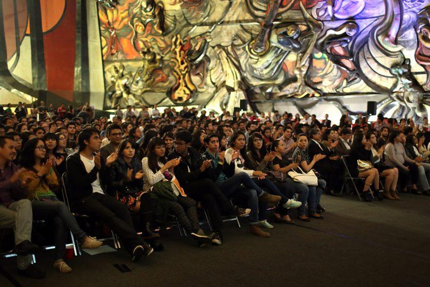 Los invitados estuvieron atentos a cada presentación.