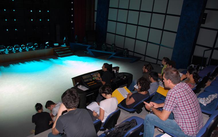 clay_paky_ospita_il_workshop_e_light_contest_per_giovani_lighting_designer_04_L