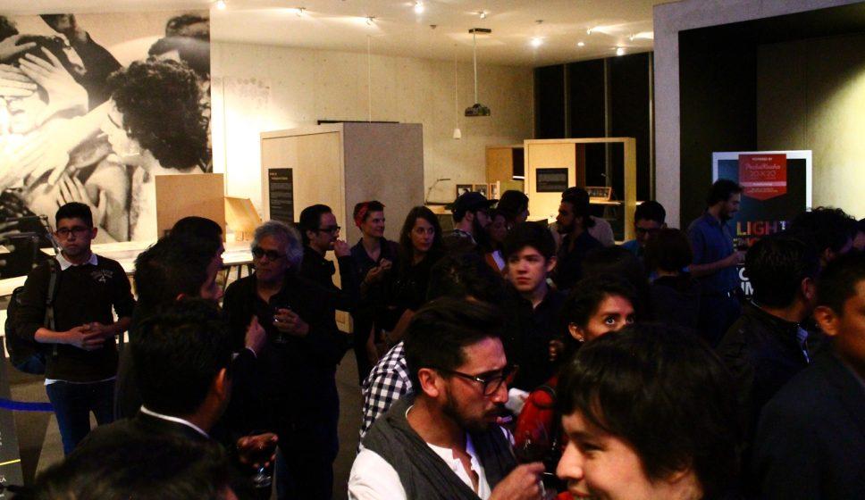 Philips ofreció vino blanco, tinto y bocadillos al final del evento.