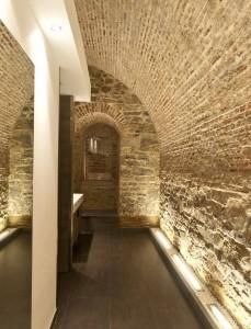 Uplights, baño de muro